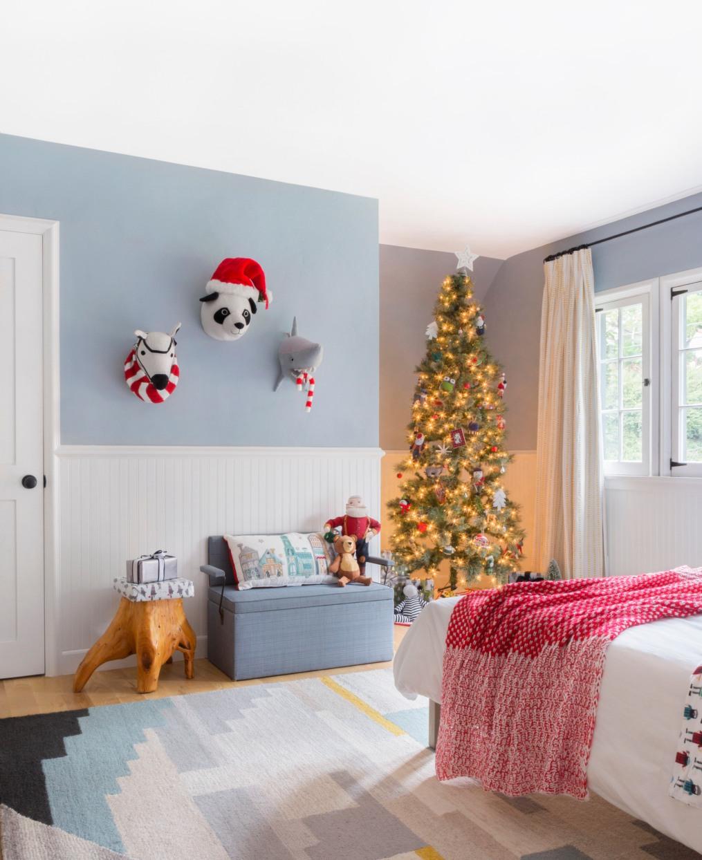 Emily-Henderson-Christmas-Decorating-Little-Boys-Room-110