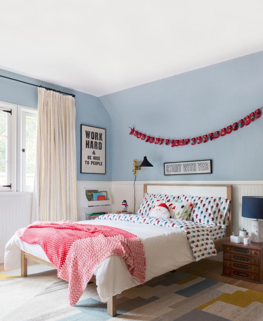 Emily-Henderson-Christmas-Decorating-Little-Boys-Room-31