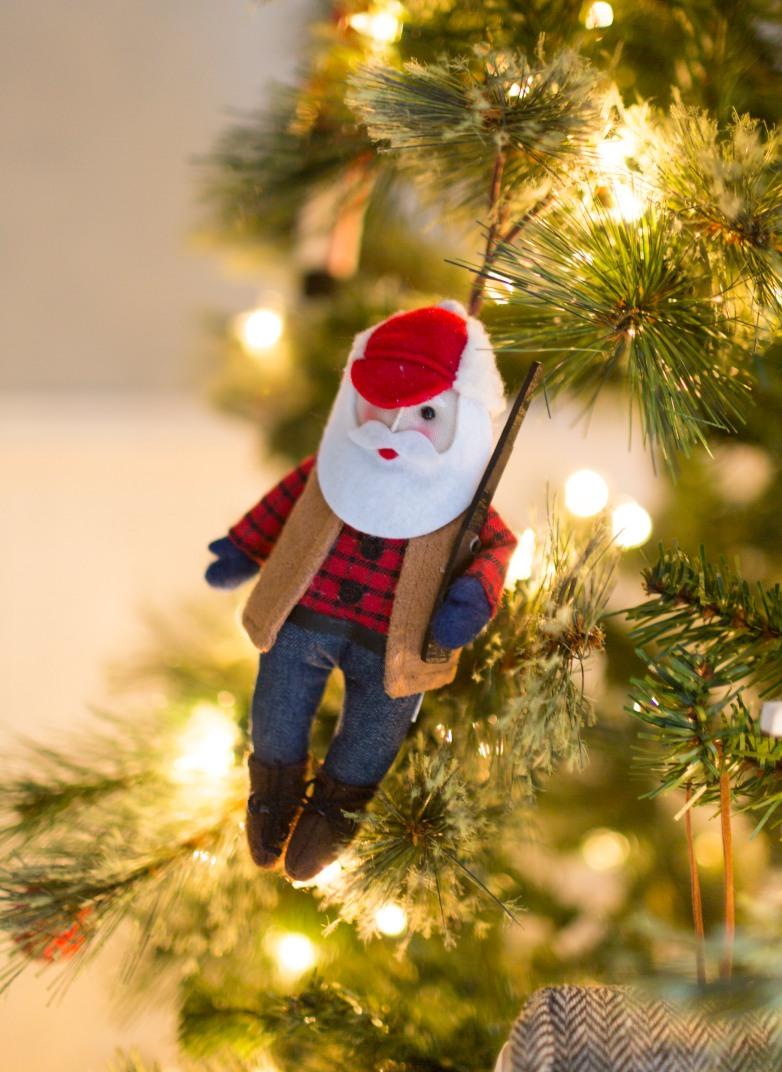 Emily-Henderson-Christmas-Decorating-Little-Boys-Room-71