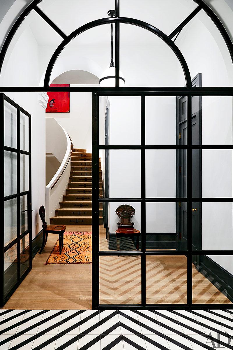 loft famosa naomi watts entrada puerta acristalada cuarterones medio punto