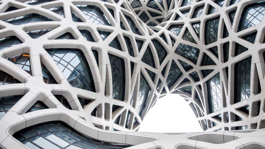 morpheus-hotel-zha-architects-architecture-photo-ivan-dupont_dezeen_2364_hero_b-852x479